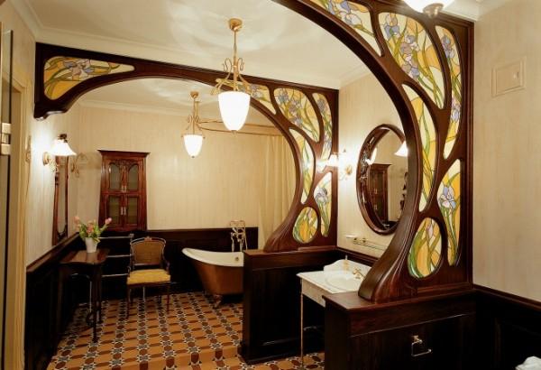 Деревянные арки с витражами