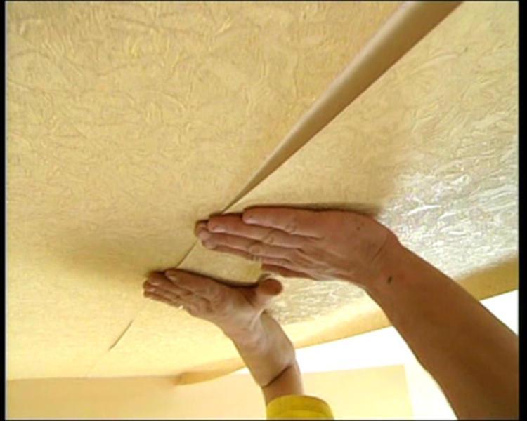 Как правильно поклеить обои своими руками на потолке 99