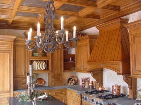 Кухня, полностью отделанная деревом
