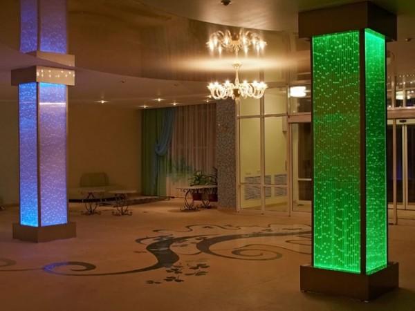Стеклянные колонны с подсветкой