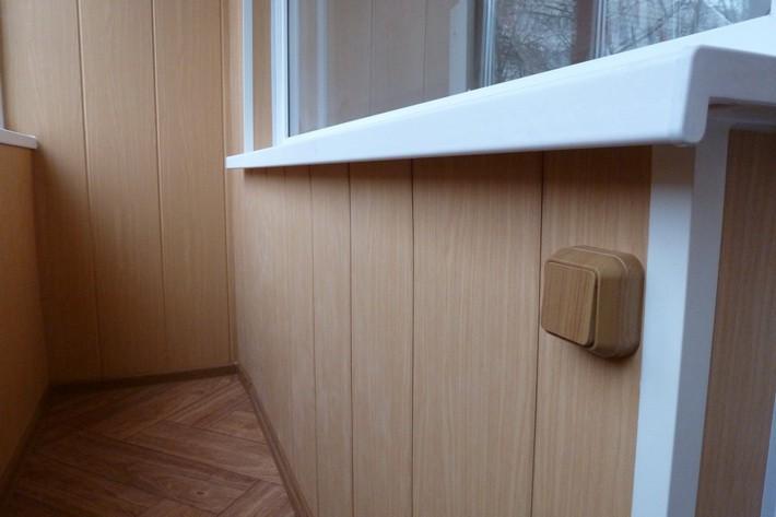 Отделка пластиковыми панелями своими руками балкон