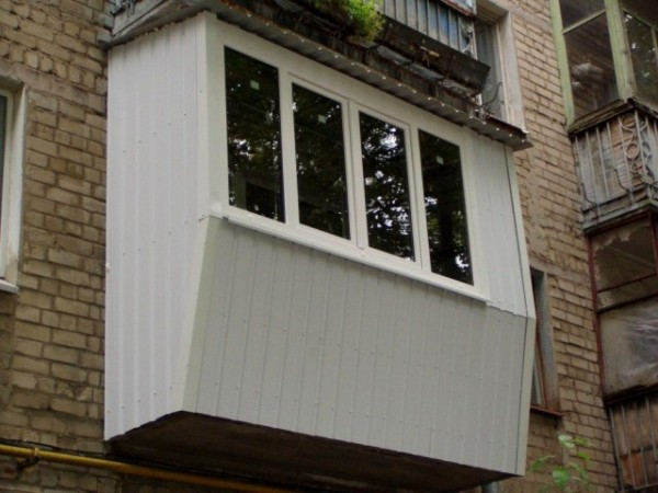 Варианты отделки окон, фасада сайдингом