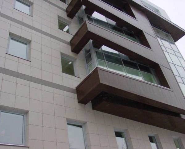 Оригинальная отделка балконов сайдингом