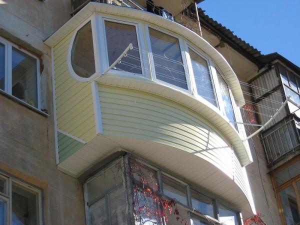 Виниловый сайдинг в отделке балкона
