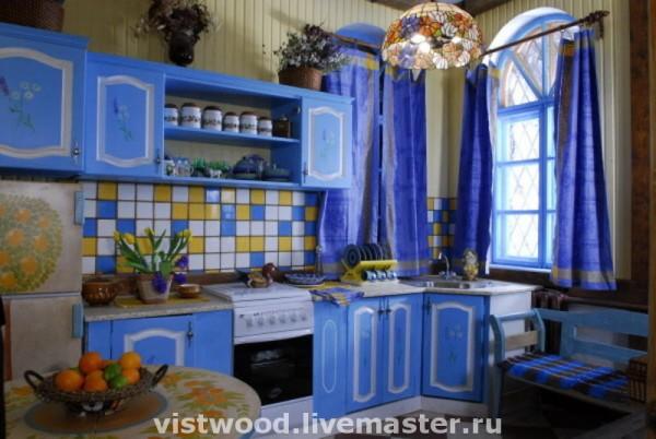 Сочные краски в интерьере кухни радуют глаз