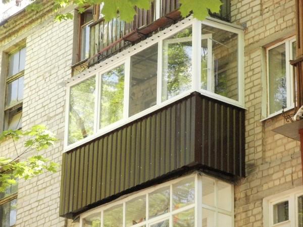Отделка балкона профилированным листом