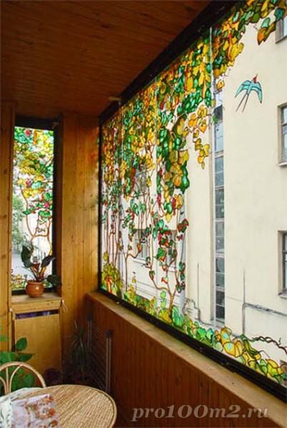 Балкон, полностью облицованный деревом