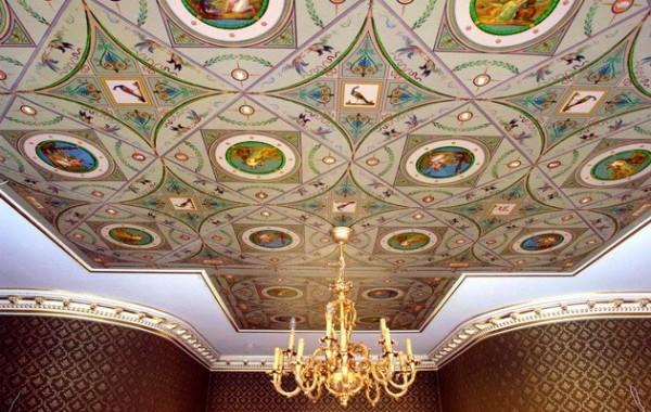 Сложное художественное покрытие потолка