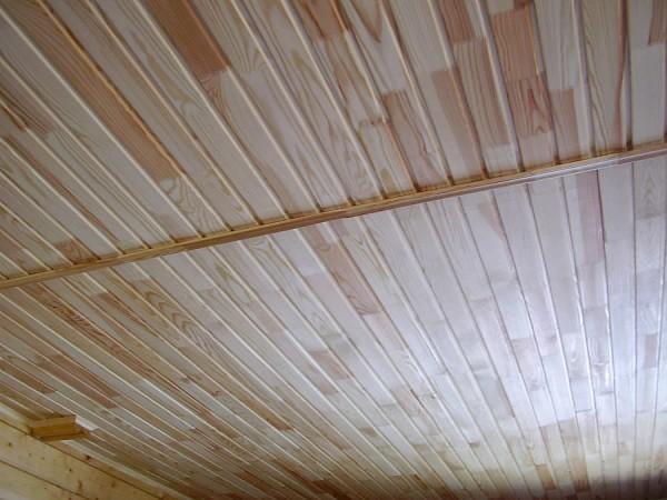 Потолок обшитый вагонкой