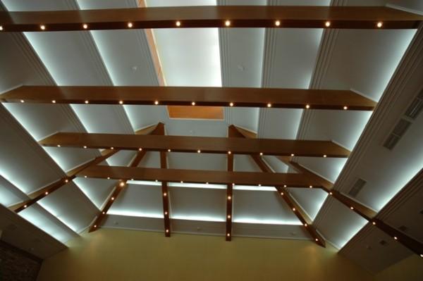 Дизайнерская потолочная конструкция