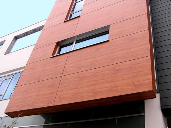 Фасад, облицованный деревянными панелями