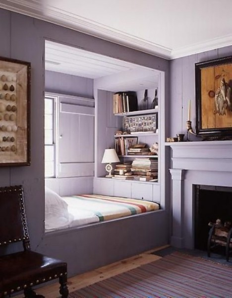 Кровать в оконной нише