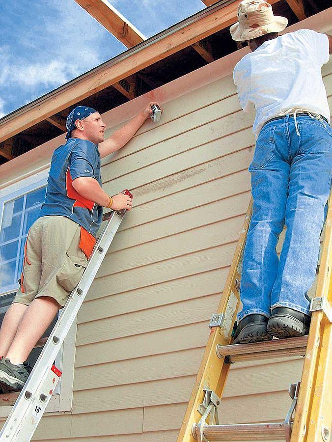 Как обшить фасад дома сайдингом своими руками