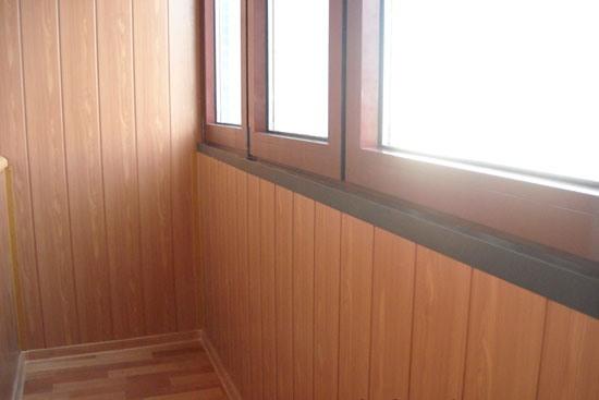 МДФ с текстурой дерева на балконе