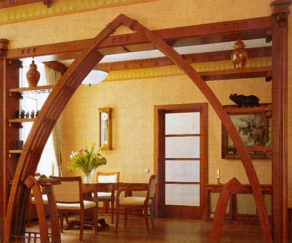 Декоративная деревянная арка в интерьере