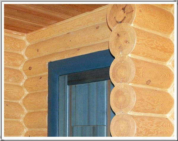 Особенности отделки домов из оцилиндрованного бревна