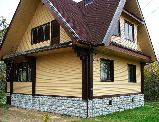 Отделка фасада дома деревянными панелями