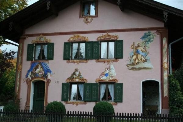 Баварский стиль в отделке стен дома
