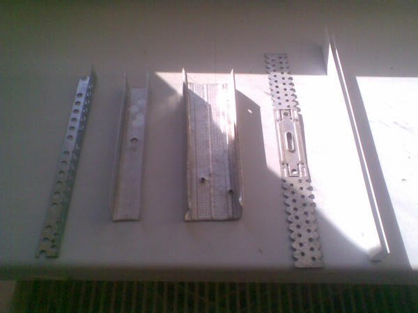 Виды металлических профилей для отделки откосов