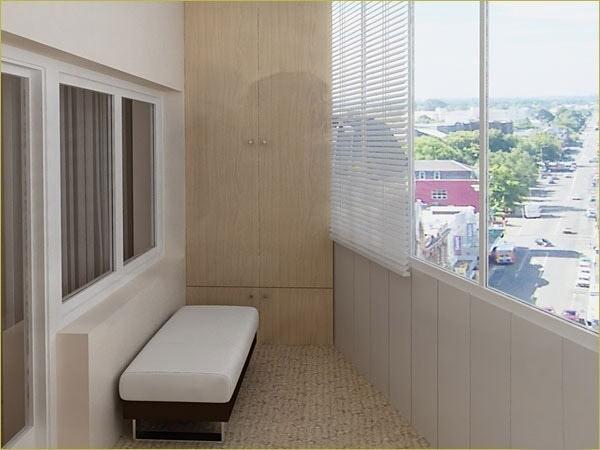 На этом фото показано, как выглядит балкон, отделанный панелями из пластика