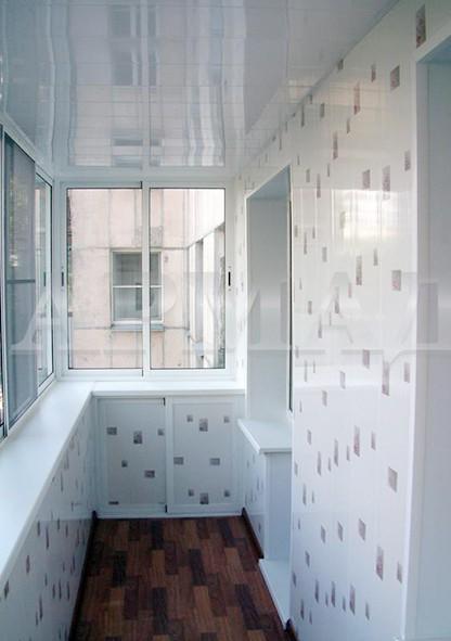 Как смотрятся глянцевые панели в лоджии