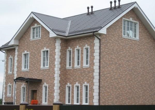 Фасад, облицованный фактурными панелями