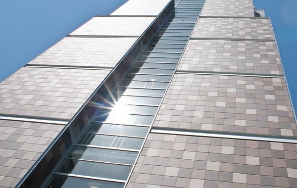 Здание, облицованное керамическими термопанелями