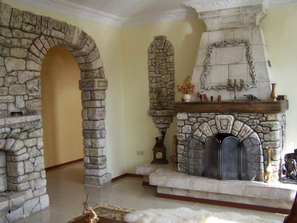 Декоративная отделка арки и камина