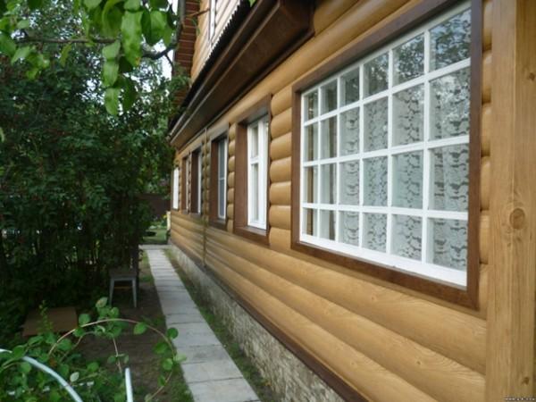 Фасад бревенчатого дома