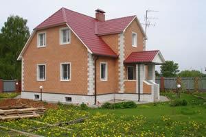 Фасад дома, облицованный декоративной плиткой