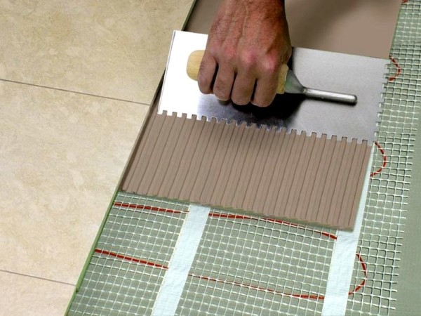 Как монтируется напольная керамическая плитка