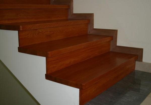 Лестница в доме: отделка ламинатом