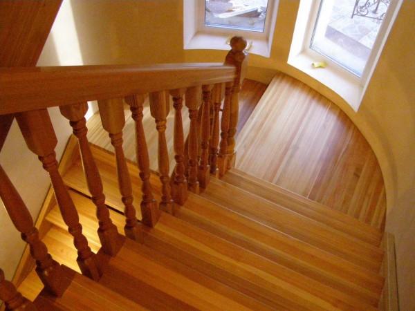 Лестницы для дома: отделка ламинатом