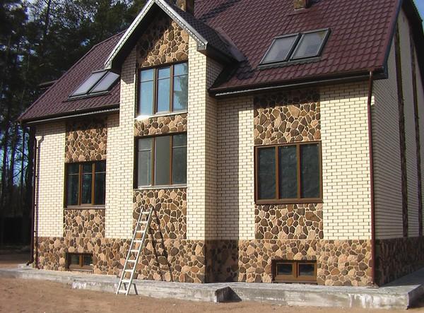 Оригинальный и красивый дом с правильной наружной отделкой