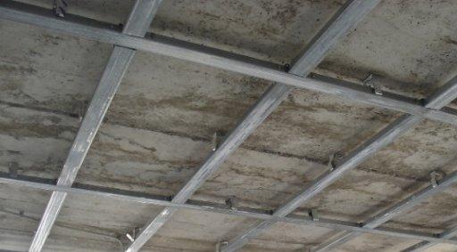 Установка каркаса на плоскости потолка