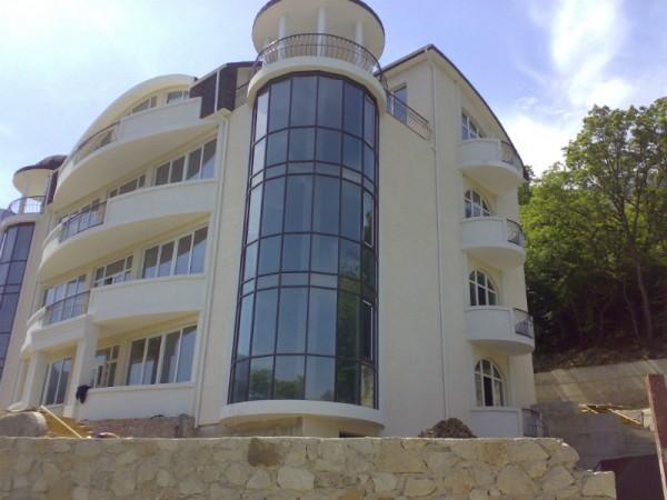 Современное административное здание