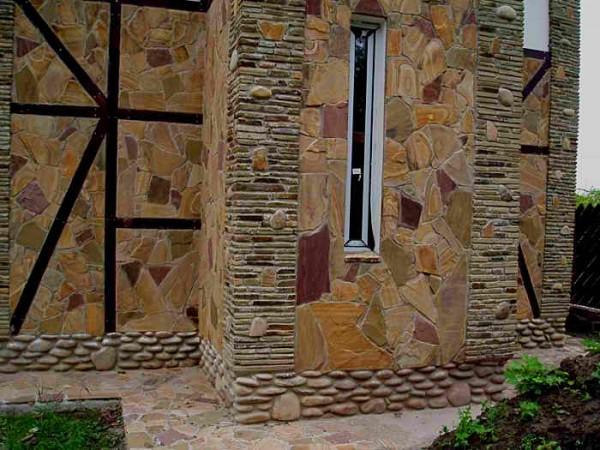 Отделка дома в стиле фахверк бутовым камнем