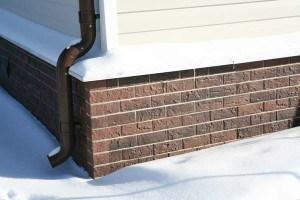 Применяем плитку для отделки цоколя дома