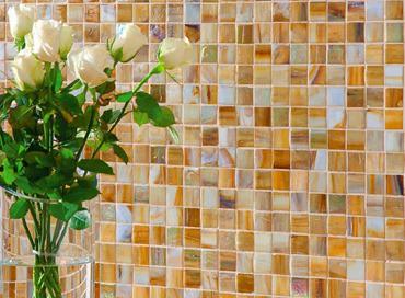 Украшение дома современным материалом из мозаики