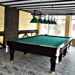 Бильярдная комната, отделанная оригинальными потолочными балками