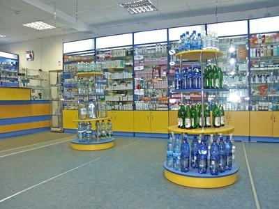 Большое пространство аптеки
