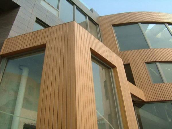 Дизайн облицовки фасадов: сочетание планкена и древесных панелей