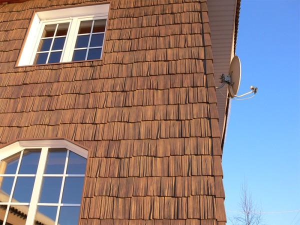 Фасад, облицованный деревянной черепицей