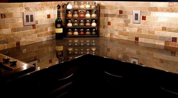 Кухня, оформленная плиткой под кирпич