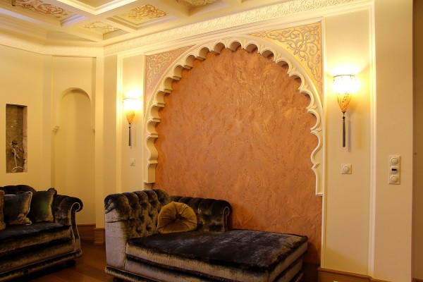 Ниша, декорированная венецианской штукатуркой