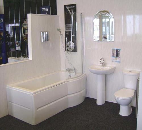 Отделка ванной комнаты панелями под травертин
