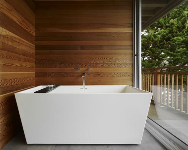 Планкен из лиственницы в ванной комнате