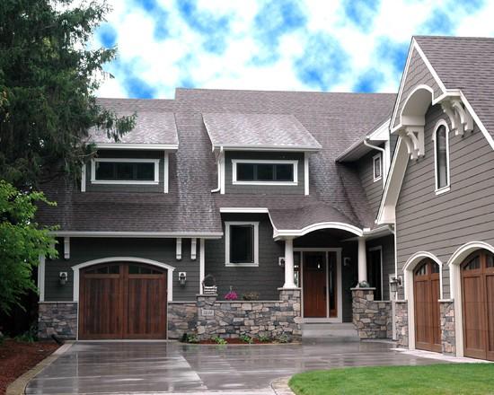 Сочетание двух видов деревянной облицовки в дизайне фасада
