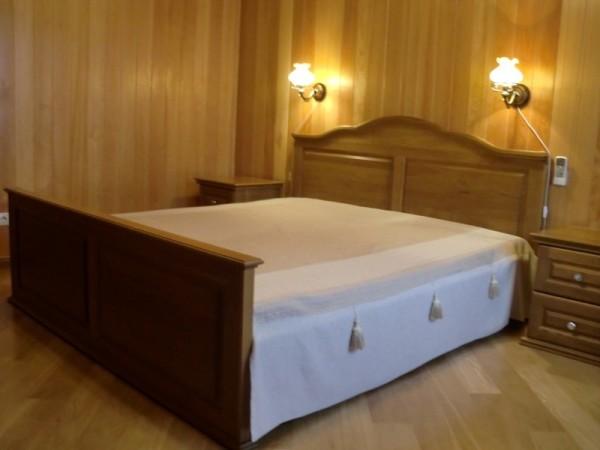 Спальная, отделанная вагонкой из лиственницы