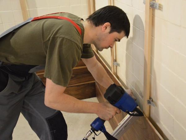 Установка деревянных панелей на бетон